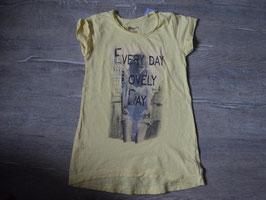 3148 Shirt in einem tollen gelb mit Frau und silber Pailetten  Gr. 140