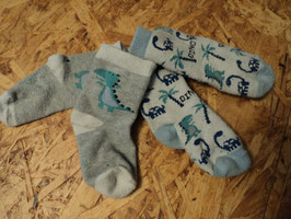 M-242 2 Paar Socken mit Dinos in blautöne  Gr. 74/80