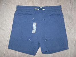 1557 Kurze Shorts blau mit Tasche hinten Gr. 62