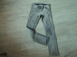 3159 Mega coole Jeans in grau mit Stretchanteil von S'OLIVER Gr. 140