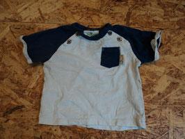 V-148 Shirt in weiß /dunkelblau mit Brusttasch eund Holzknöpfe von TOPOMINI Gr. 68