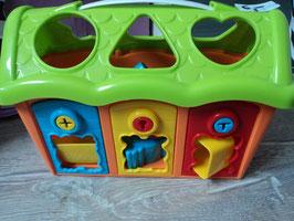 3057 Spielhaus mit Formen und Schlüssel