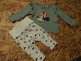SR-78 Set LA Shirt khaki mit Minie Mouse,an den Ärmen Rüschen- Leggings in weiß mit Minnie Mouse und Dreieckstuch von C&A Gr. 62