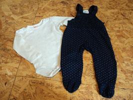 SR-145 Set Latzhose mit Fuß in dunkelblau mit weißén Punkten und weißem LA Shirt von TOPOMINI Gr. 62