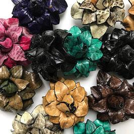 Lederbrosche Spitze Blütenblätter