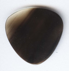 Kleines Triangel Plektrum aus Büffelhorn 1 mm dick.