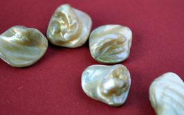 Perlmutt-Steine