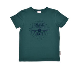 "SALE: T-shirt ""Never too late to skate"" in dunkelgrün von Baba"