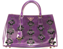 Prada Saffiano Lackleder in Lila