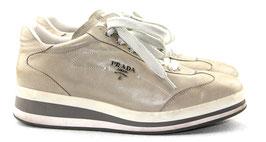 Prada Sneaker in Grau/Weiß