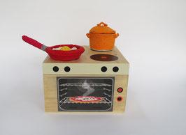 Holz-Kochherd mit Geschirr