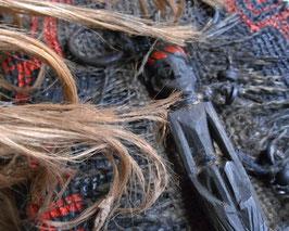 Carnet grigri - Curiosité - Grimoire Rouge et noir - Statuette africaine Le guerrier endormi