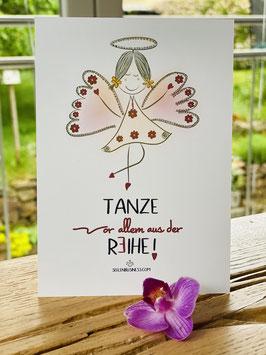 """Wunderschöne Premium Postkarte """"Tanze, vor allem aus der Reihe!"""""""