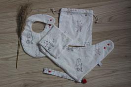 Kit naissance comprenant un bavoir traditionnel, un bandana, deux carrés assortis, un pochon et une attache tétine  Oeko-Tex