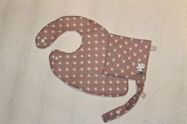 Bavoir foulard vieux rose Oeko-Tex et son carré . Possibilité attache-tétine (9 euros) à 7euros. Possibilité personnalisation 5 euros.