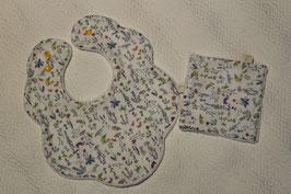 Bavoir fleur Liberty Théo et son carré assorti. Possibilité attache-tétine (9 euros) à 7 euros. Possibilité personnalisation 4, 50 euros.