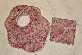 Bavoir fleur Liberty Tatum et son carré assorti -. Possibilité attache-tétine (9 euros) à7 euros.  Possibilité personnalisation à 4,50 euros.