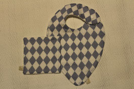 Bavoir foulard arlequin Oeko-Tex avec son carré assorti . Possibilité attache-tétine (9 euros) à 7 euros. Personnalisation 4, 5 euros