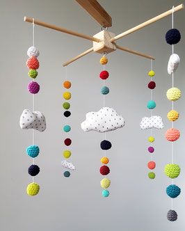 MOBILE BOULES COTON COLORES AU CROCHET ET NUAGES BLANCS