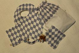 KIT NAISSANCE COMPRENANT 1 bavoirfoulard et ses deux carrés assortis - Un pochon doublé - 1 attache-tétine, le tout Oeko-Tex
