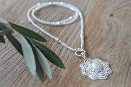 Perlenhalskette 4mm  mit Silberteilen und Perlen Blumenamulett Art nr. H/A 162