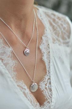 Silber Halskette mit Doppelt Plaquetten in zwei Grösse Pink sand art nr. H/a 213