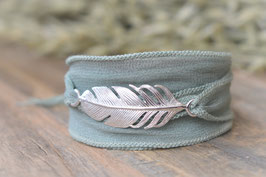 Seidenarmband mit Feder   Art. Nr. A 14