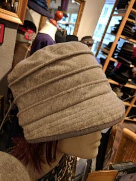 Hut und Robe 30iger Jahre Glocke reine Wolle naturfarben