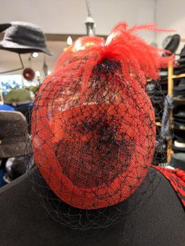 Hut und Robe Fascinator Sinamey rot. 100% Naturstroh. Schleier Nylon.