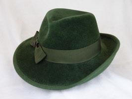 Hut und Robe.  Hut aus 100% Haar
