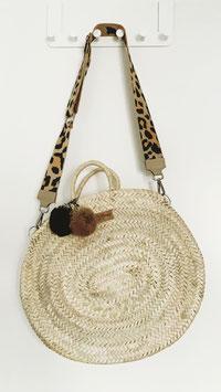 Ovale Korbtasche mit zwei Bommeln