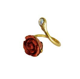 Fingerring aus Silber 935 (vergoldet) mit roter Koralle in Rosenform geschnitzt & Süßwasserperle