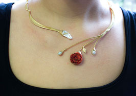 Collier Schaumkorallen-Rose mit Keshi-Perle vergoldet