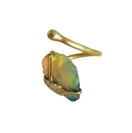 Fingerring aus Silber 935 (vergoldet) mit äthiopischem Welo-Opal (Rohstein)