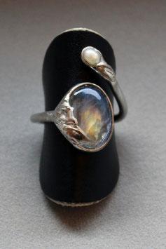 Fingerring mit Regenbogen-Labradorit und Süßwasserperle, 501S