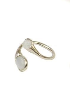 Fingerring aus Silber mit poliertem Regenbogen-Labradorit in Tropfenform und facettiertem runden Bergkristall 511S