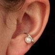 Klein Ohrring mit großer Süßwasserperle, 106S
