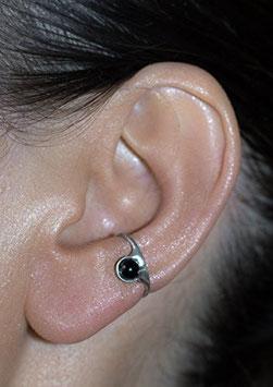 Kleiner Ohrring mit Onyx (glänzend), 107S