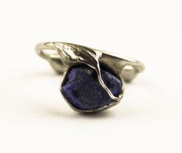 Kleiner Ohrring mit Lapis Lazuli (Rohstein), 114S