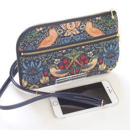 いちご泥棒柄で作ったお財布ショルダー・紺(ウィリアムモリスデザインのmodaファブリック使用)