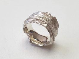 Ring aus 925er Silber mit Baumrindenstruktur
