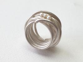 Großer Gewickelter Ring aus 925er Silber mit 3 Süßwasserperlen