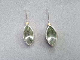 Ohrhänger aus 925er Silber mit 900er Gold und Bergkristall mit grüne Turmalinnadeln