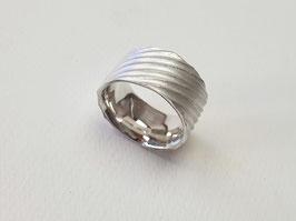 Ring aus 925er Silber mit Wasseroberflächenstruktur
