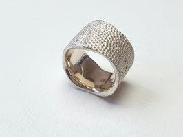 Breiter Ring aus 925er Silber  mit Lederstruktur