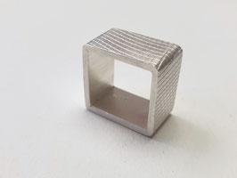 Quadratischer Ring aus 925er Silber mit Fischernetzstruktur