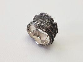 Breiter Ring aus 925er Silber mit Baumrindenstruktur