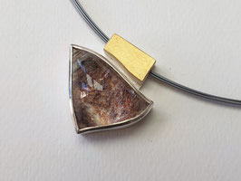 Bergkristall-Anhänger mit Naturstruktur aus 925er Silber und Feingold