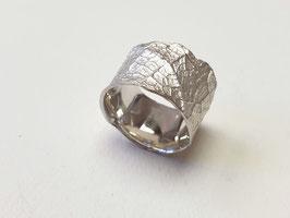 Ring aus 925er Silber mit Blattstruktur