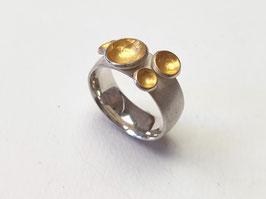 Ring mit Schalen aus 925er Silber und Feingold